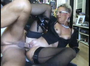 Red-hot mature mummy gets screwed..