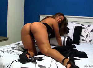 Smoking super-hot dark-haired camslut..