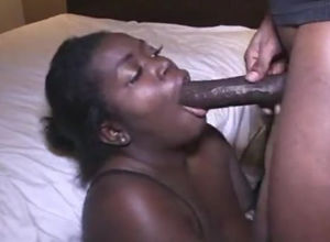 Round ebony Cougar face pounded by Big..