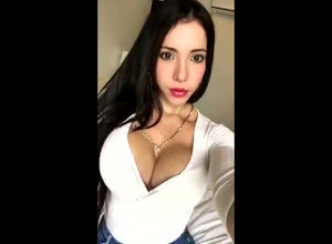 Screwable latina stunner live blast